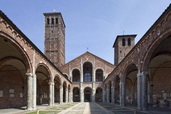 Basilica cristiana interno Milano architettura
