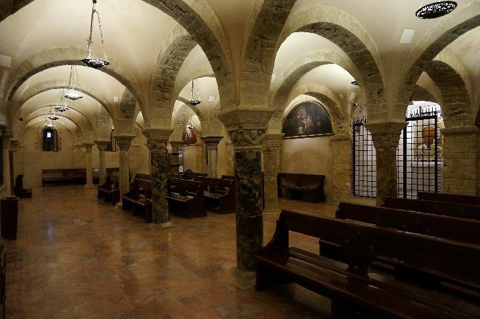 Basilica cristiana interno cripta architettura